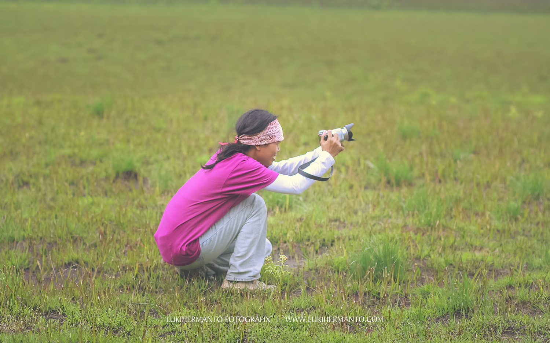fotografer perempuan untuk foto prewedding bromo
