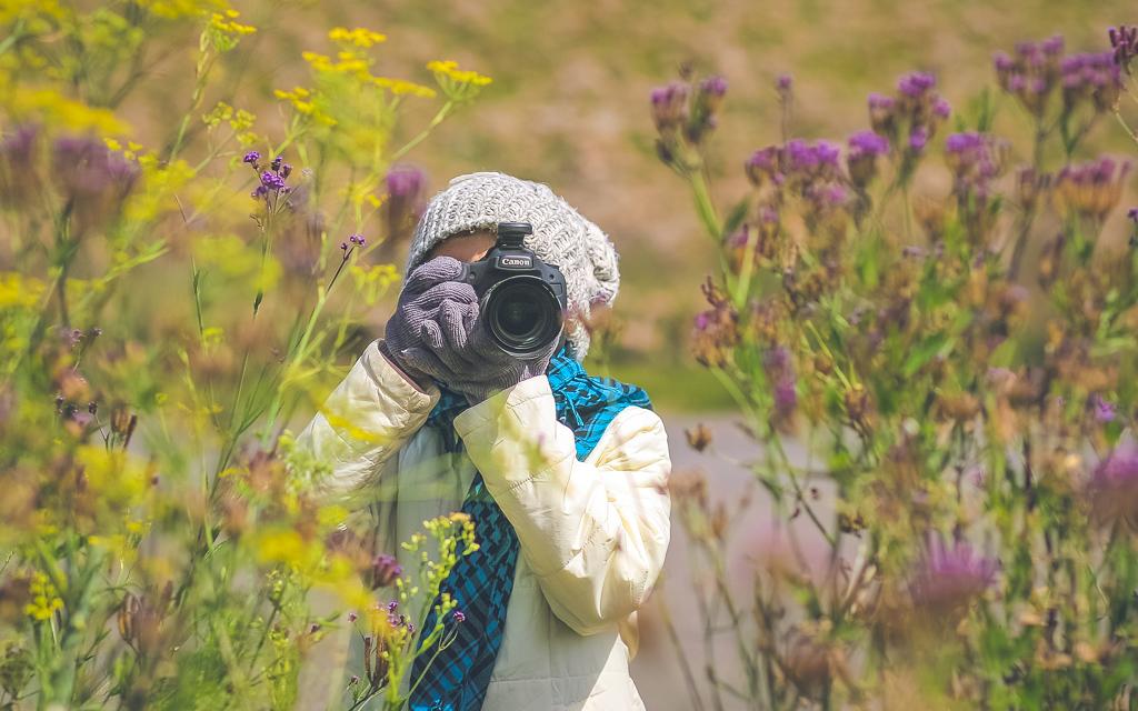 fotografer perempuan prewed di bromo